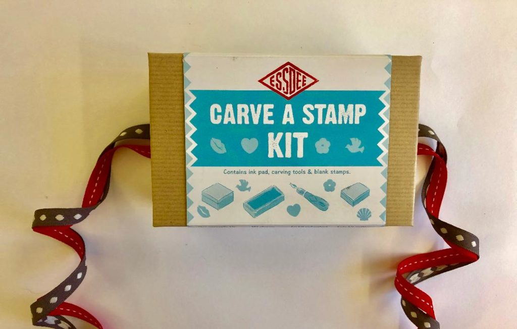Carve a stamp kit for children. Ideal printing kits for Christmas.